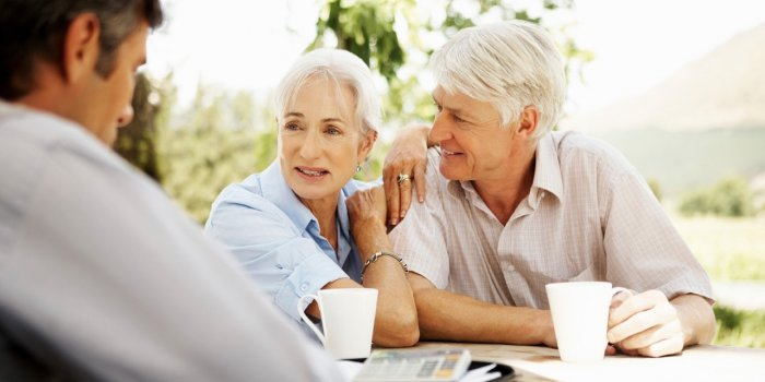 elderly-married-couple-having-coffee
